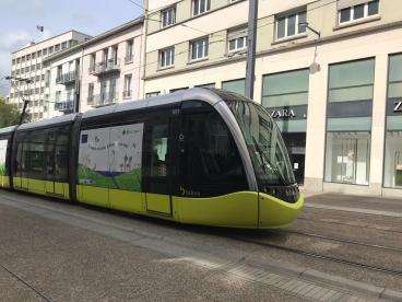 Le tramway de Brest décoré aux couleurs du pacte vert