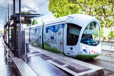 Le tramway de Lyon décoré aux couleurs du pacte vert