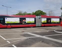 Le bus à haut niveau de service (BHNS) de Montbeliard décoré aux couleurs du pacte vert