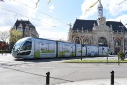 Le tramway de Valenciennes décoré aux couleurs du pacte vert